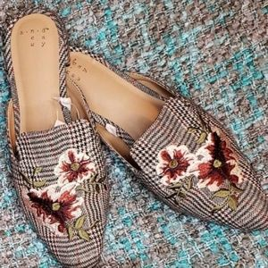 A new day sz 8.5 houndstooth mule flats
